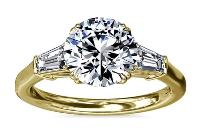 Anillo de compromiso con diamantes redondos de Baguette